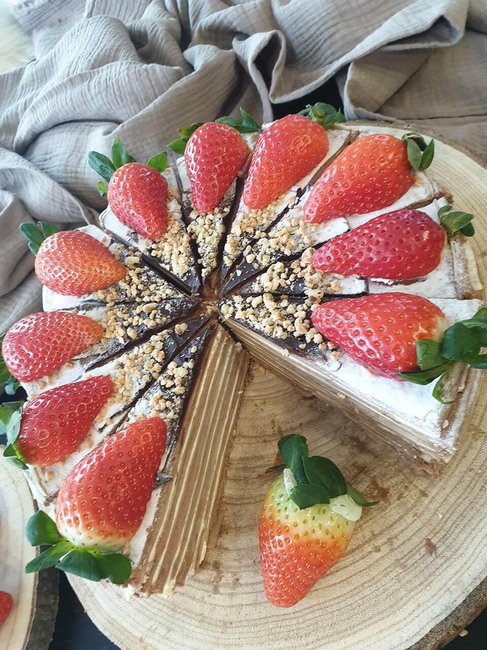 Palacinková torta s čokoládovým krémom