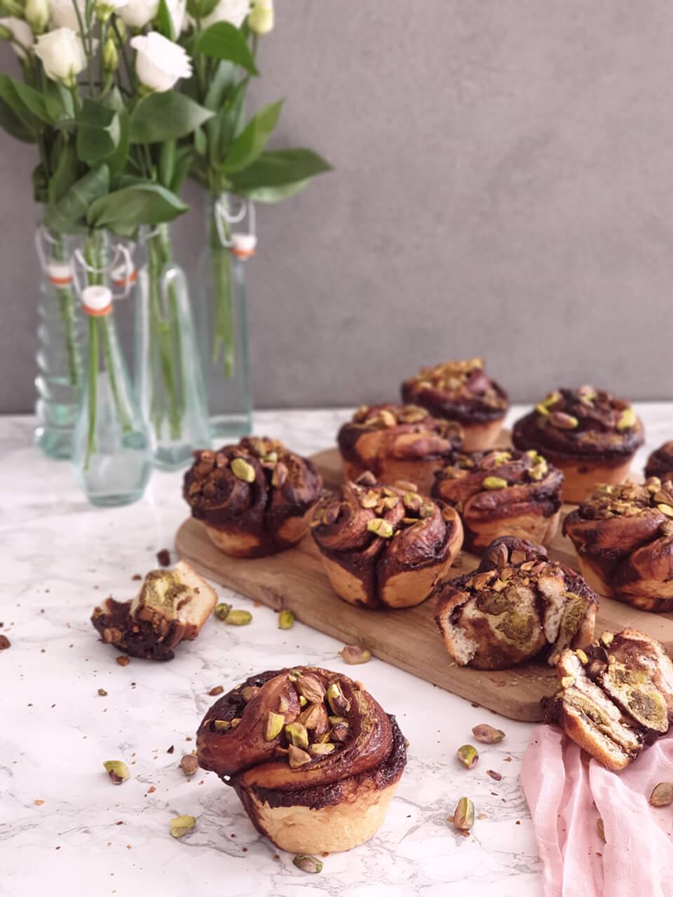Pistáciovo-čokoládové cruffins.