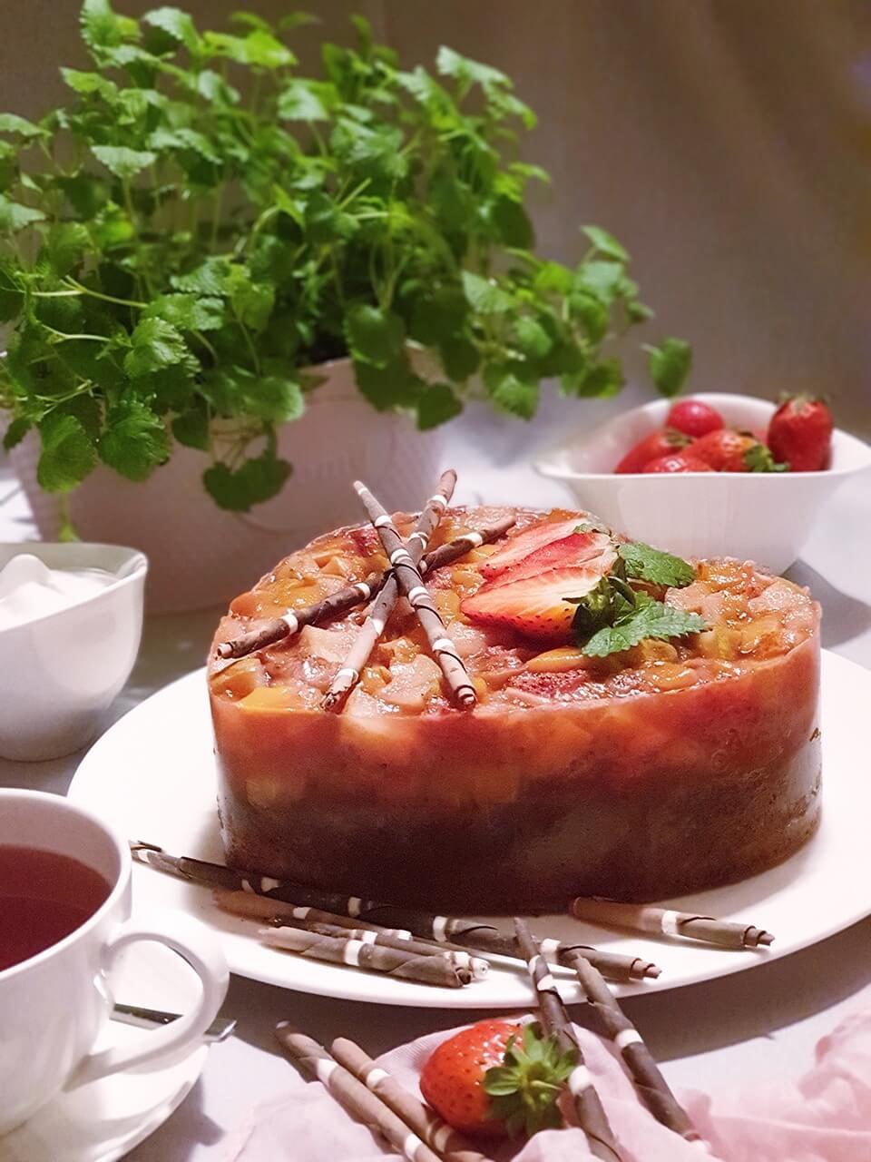 Jablkovo-tvarohová torta s ovocím