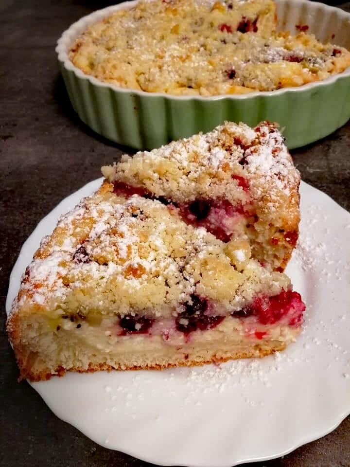 Šťavnatý ovocný koláč s posýpkou