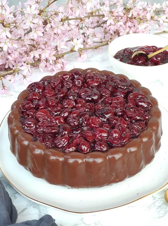 Slávnostný Višňovo-makový koláč