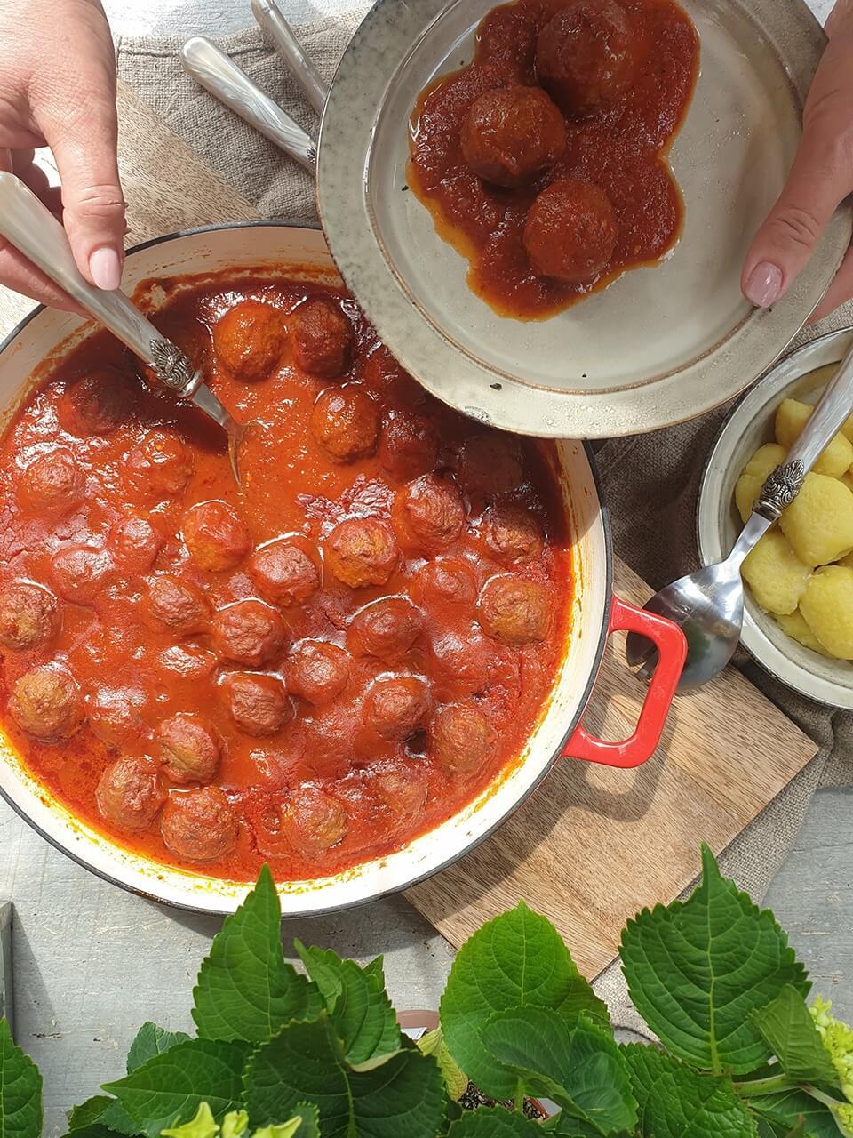 Mäsové guľky v rajčinovej omáčke