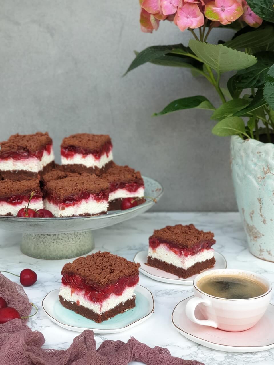 Strúhaný tvarohový koláč s višňami
