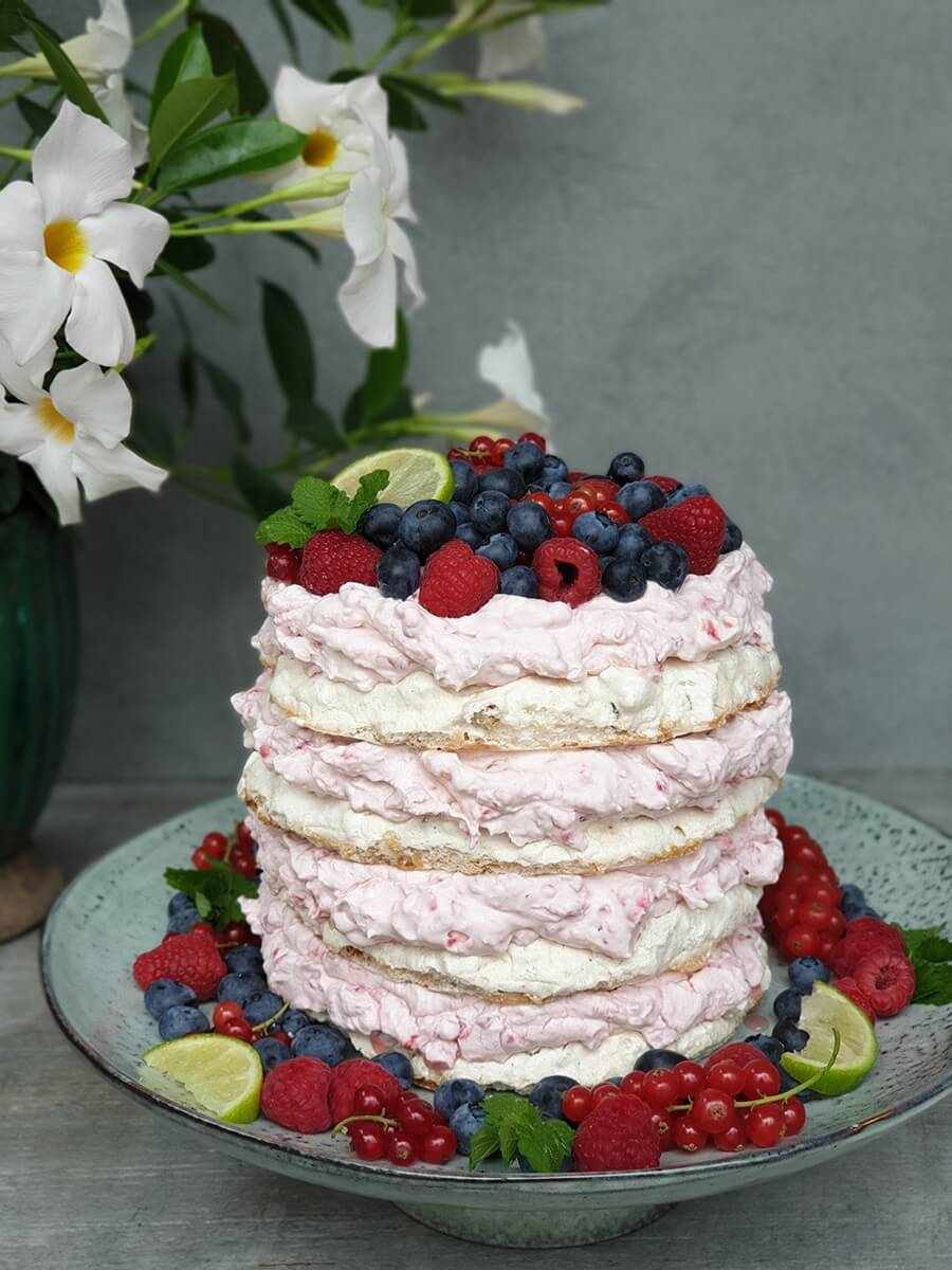 Orechová Merengue torta