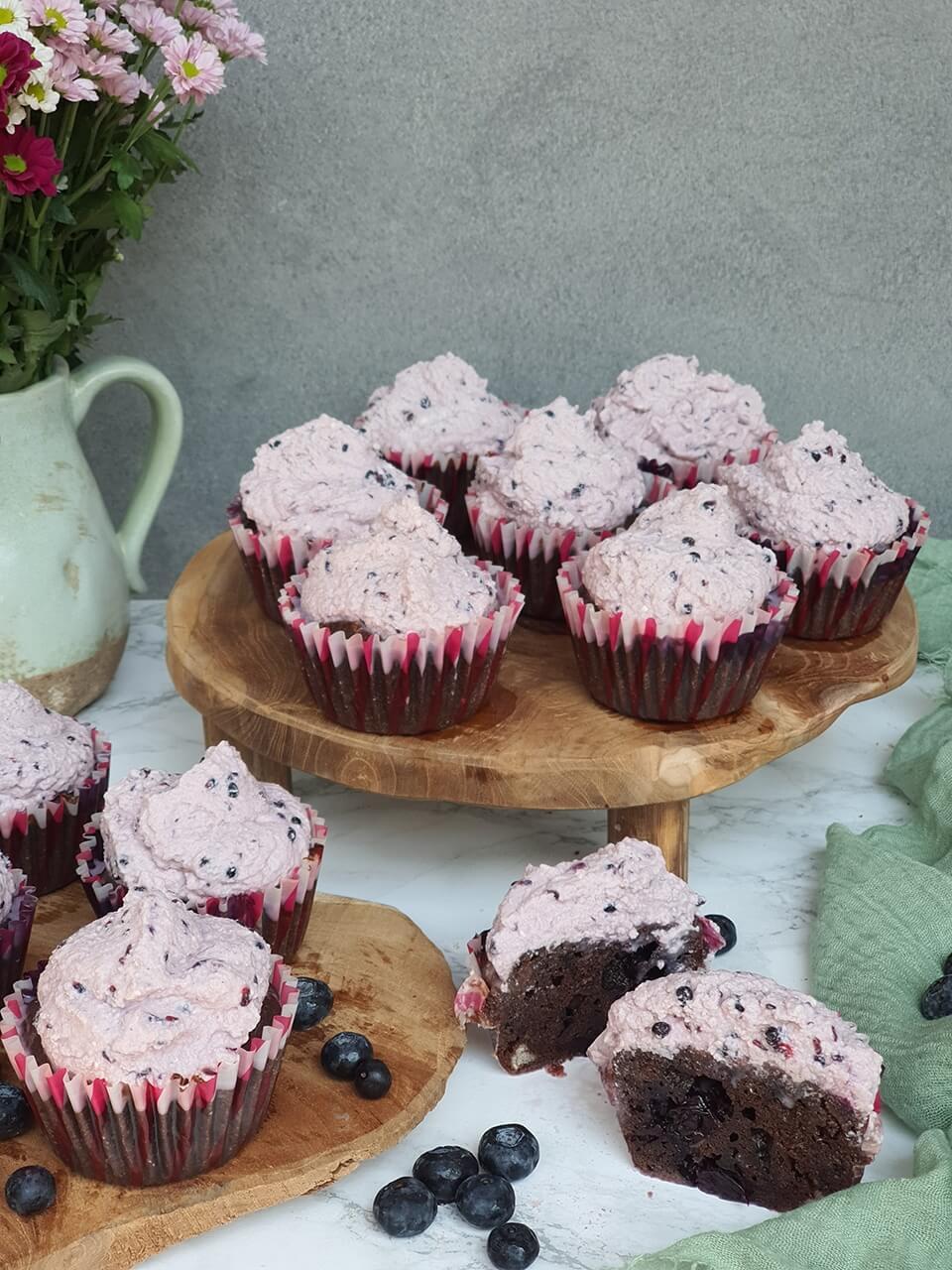 Zdravé čučoriedkové muffiny s tvarohovým krémom